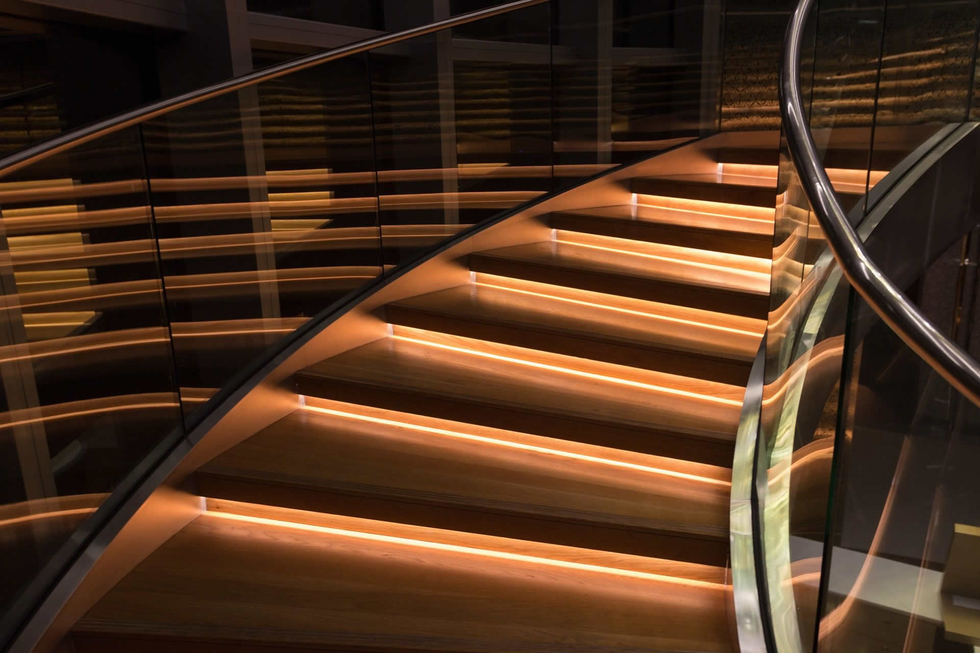 Important aspects to consider when illuminating stairs/steps, and around swimming pools.
